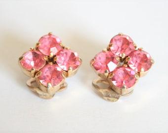 Vintage earrings. Pink crystal earrings. Clip on earrings.  Vintage jewellery. Bijoux anciens.