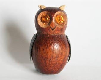 Vintage owl brooch.  Wooden owl brooch.  Vintage jewellery