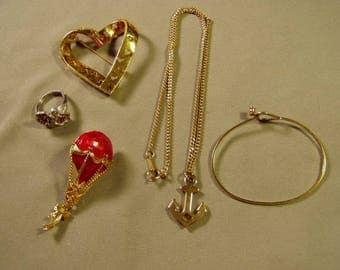 Vintage Lot Avon Pendant Necklace Bracelet Heart Pin Flying Balloon Pin Ladies Ring 9257