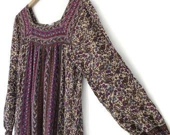 vintage 1980s India batik block print cotton gauze summer dress / boho hippie festival / xs small medium / purple pink floral