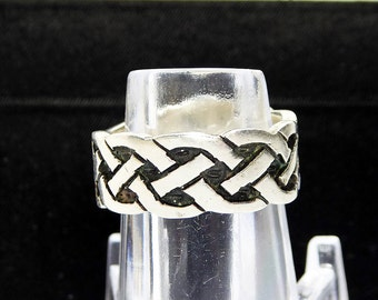 Sterling Silver Band Ring - Silver and Black Basket Weave Design - Signed 925 Sterling - Size 8 Wedding Band Girlfriend Vintage Modern Ring
