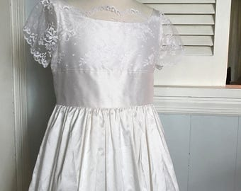 Shantung Silk and Chantilly Lace eith flutter sleeves size 10 - MB10042