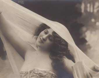 Marguerite Brésil, Belle Epoque Artiste, circa early 1900s by Reutlinger