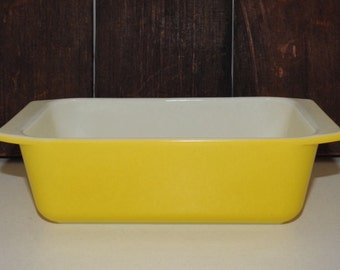 "Bright Yellow Vintage Pyrex Bake Ware...Loaf Pan...#913... Pyrex 'Daisy' Pattern...Early 1970's...8 1/2"" x 4 1/2"" x 2 1/2"""