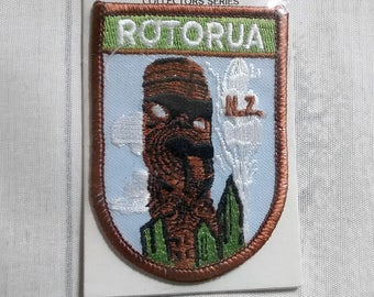 """Vintage 3.1"""" Sew On Rotorua New Zealand Souvenir Patch, Maori Totem Pole Applique, NZ Travel Collectible, Crossfords Original Sealed Package"""