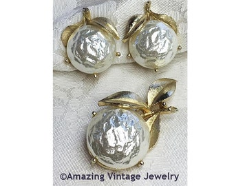 Sarah Coventry PEARL BLOOM Pin & Earrings SET from 1965  Goldtone * Baroque Pearl * Vintage