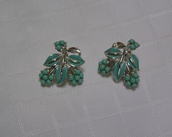 Coro turquoise buds in clusters with turquoise enamel leaves and silver tone vines clip earrings