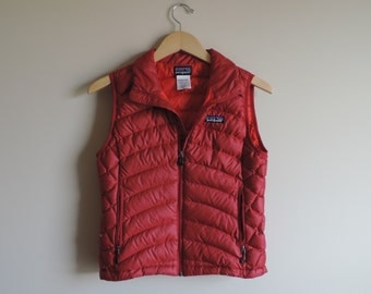 Vintage Women's Patagonia Red Puffer Vest // Size SMALL