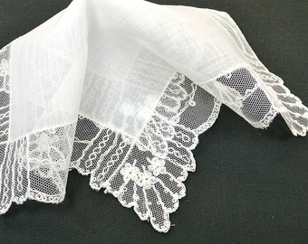VINTAGE WEDDING HANKIE Wedding White Linen Tambour Lace Flower Motif Scalloped Edge Handmade, Excellent Vintage Condition