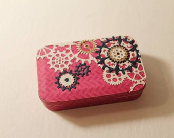 Altered Altoid Tin with red burgundy colors and gear accents diamond harlequin interior- gift card holder steampunk