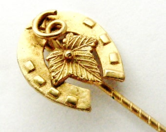 Lovely Victorian gold plated lucky horseshoe and ivy leaf stick pin