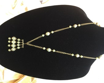 ATTRACTIVE FAUX PEARL Ethnic Looking Necklace