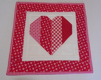 Quilted Table Topper Valentines Decor, Valentine Quilted Table Runner, Retro Quilted Table Topper, Valentine Mini Quilt, Heart Table Quilt
