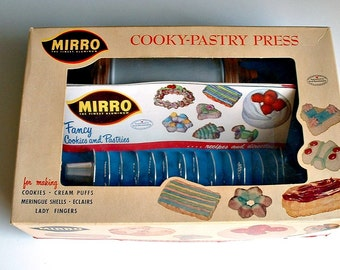 Vintage Mirro Cookie Press Cooky Pastry   358-AM 12 Discs 3 Decorating Tips Recipes Directions Booklet in Box
