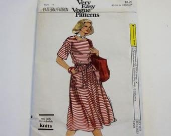 Very Easy Vogue 9723: Misses' Dress Sizes 14 UNCUT