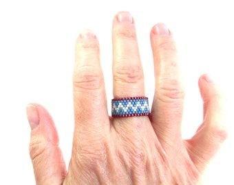 Beaded Geometric Ring in Red White and Blue Southwest Colors, Peyote Seed Bead Ring, Beaded Ring for Man, Everyday Casual ZigZag Thumb Ring