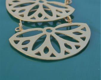 Spring Daisy gold earrings, gold hoop earrings, gold flower earrings