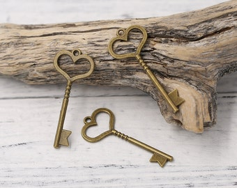 10pcs of Antiqued Bronze Tone Heart Shaped Skeleton Key Charm Pendant Drop, Double-sided