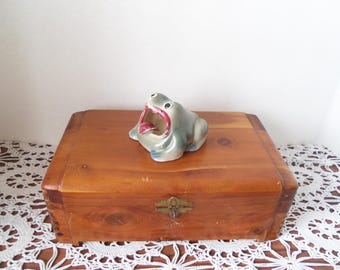 Cute vintage Frog ashtray froggy smoking green figurine antique cigerette holder