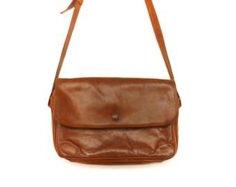 Vintage Leather Messenger Bag Purse Satchel Crossbody / Dark Brown Chocolate / Womens / Simple Minimalist / 80s 90s
