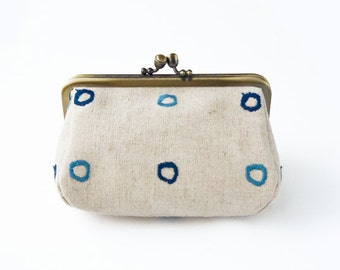 Metal frame capacious pouch // Regular Raindrops