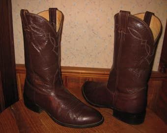 NOCONA  BOOTS      Mens  9  Wide   with   Walking Heel    Made In  USA