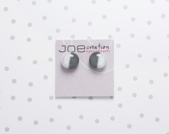Boucles d'oreilles rondes en verre fusionné et acier inoxydable gris et blanc