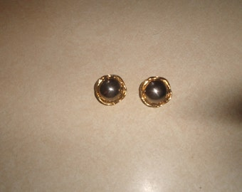 vintage clip on earrings bubbled goldtone