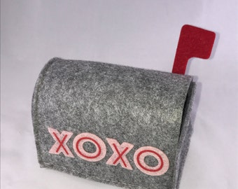 Personalized Valentine's Day Felt Mailbox - Add Your Child's Name - Valentine Mailbox - Boy or Girl Font Available