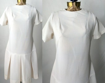 Vintage 1960s White Ribbed Poly Flapper Style Mod Dress