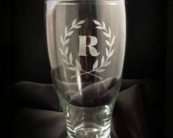 Personalized Monogrammed Pilsner Glasses - Set of 6 - Personalized Pilsner Glasses in Laurel Leaf Frame - Gift for the Couple