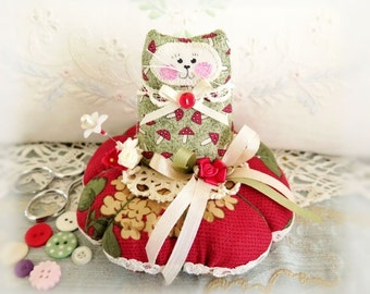 Cat Pincushion 5 inches, Red Ivory Green, Decor Fabric & Cotton Fabric Primitive Cloth Doll Decoration Soft Sculpture Folk Art