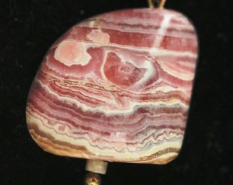 Rhodochrosite pendant with beads and gold wire 100ct