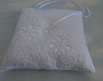 Ring pillow. White lace wedding ring cushion. Ringkissen