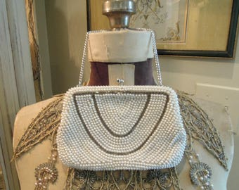 Vintage White Faux Pearl Beaded Handbag Purse / Pearl Clutch / Wedding Purse / Kiss Snap Closure / Silver Chain