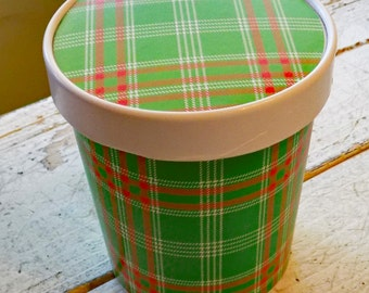 Large 16 oz. Red and Green Tartan Plaid Ice Cream, Soup, Favor Cup with Lids - Set of 12