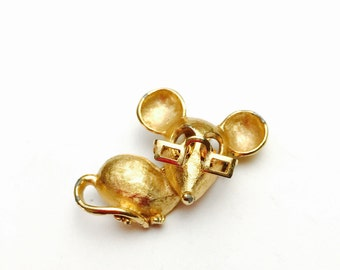 Vintage Avon Mouse eith glasses Brooch,  Gold Tone, Figural Pin, pre-holiday Sale, Item No, B038