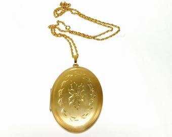 Vintage locket Necklace, gold tone, flower design, Spring Sale, item No. M611