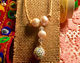 Leather cord with Freshwater Pearls, Charm