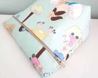 Girls Makeup Bag - Modern Makeup Bag - Bridesmaid Gift  -  Cosmetic Bag - Waterproof Bag - Kawaii Fabric