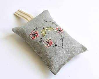 Natural linen embroidered lavender bag, Lavender sachet, Scented sachets, Scented bag, Embroidered heart, Wedding favour, English lavender