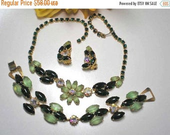 15% DISCOUNT Multi Greens Flower Necklace, Bracelet and Earrings  Item: 15876