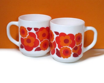 Arcopal Lotus mugs, orange and hot red flowers, set of 2, 1970s, France