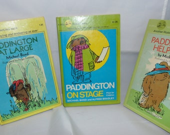 Vintage set 1970s Paddington Books  HC PB Yearling Michael bond Helps out At Large On Stage