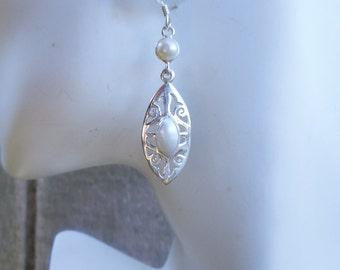 Pearl earrings, white pearl earrings, freshwater pearl earrings, gift for her, June birthday,birthstone earrings, Christmas gift idea, pearl