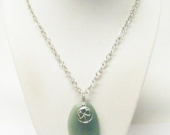Green Polished Jasper Stone w/3 Leaf Clover Pendant Necklace