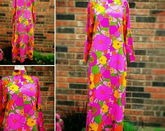 Vibrant Pink Floral Hawaiian Print barcloth Go Go Vintage 60's Mod Scooter Dress
