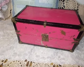 Vintage Doll Trunk, Doll Case ,Vintage Doll Case, Storage Case for Dolls, Vintage Dolls, Small Metal Trunk, Doll Trunk, Vintage Home Decor,