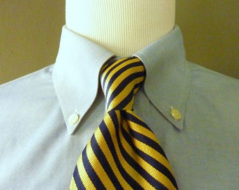 CLASSIC Vintage Brooks Brothers MAKERS 100% Silk Navy Blue & Gold Repp Striped Trad / Ivy League Neck Tie. Woven in England. Made in USA.