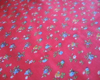 Vintage 1970s cotton floral calico red with blue flowers Weilwood fabrices 45 inches wide
